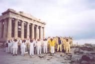 二零零二年三月,法轮功学员在希腊的国庆节展示功法