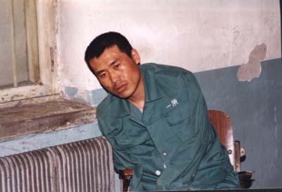 劉成軍生前最後一張照片,人已無法坐直。(明慧網)