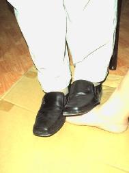 酷刑演示:踩脚