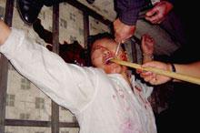 酷刑演示:暴力灌食
