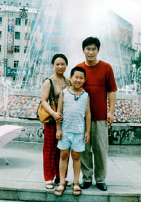 2005-4-28-dengyulin-family--ss.jpg