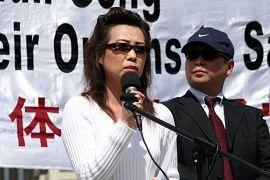 2006年4月20日胡锦涛与布什总统会面当天,苏家屯集中营惨案两名证人皮特和安妮,公开站出来指证中共劳教所发生大规模活体摘取法轮功学员器官牟取暴利的罪恶。