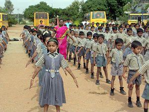 印度Byreshawara学校学生集体炼法轮功