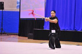 男子器械组冠军BAILIWANG表演螳螂乌龙枪