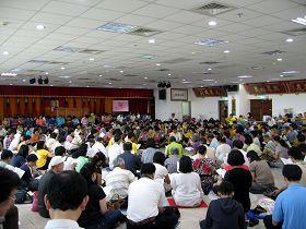 法轮功学员在云林农田水利会的水利大楼礼堂集体学法交流