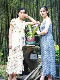 廖秀贞(右)与双胞胎妹妹秀吟(左)成长过程艰辛