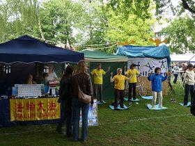 法轮功在比利时夏日节日受欢迎(图)