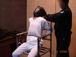 酷刑演示:塑料袋套头