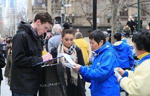 迫害反対の署名活動