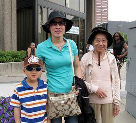 来自越南的考阿第一次看到天国乐团,很喜欢