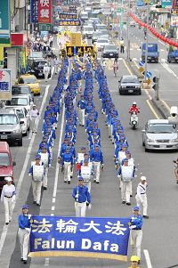 http://www.minghui.org/mh/article_images/2011-9-20-cmh-tai-nan-parade-02.jpg