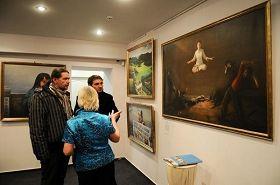 乌克兰人民议员彼得•尤申科参观真善忍国际美展