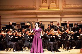 神韵著名女高音歌唱家黄碧如在演唱《生命的意义
