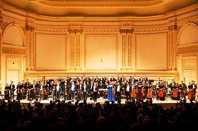 神韵交响乐团演奏的旷世天音震撼了现场所有的听众,演出结束观众全体起立致谢,长时间站立鼓掌。