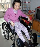 坐在轮椅上的赵风霞