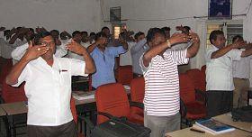 '南环铁路培训学院的在培官员在学炼法轮功'