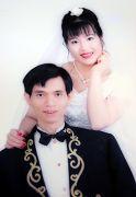 一九九八年陈汉昌的结婚照,瘦削的新郎和丰满的新娘