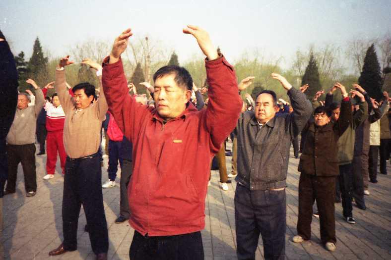 http://www.minghui.org/mh/article_images/2012-5-22-cmh-shenyang-april1999-04.jpg