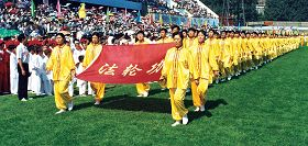 法轮功方队在亚洲体育节开幕式上入场