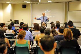 大卫•乔高在放映会上演讲呼吁澳洲政府立法制止非法器官移植