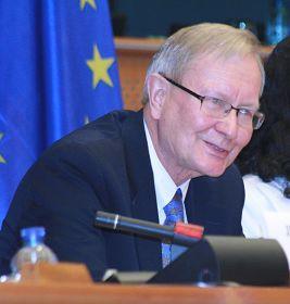 来自爱沙尼亚的欧洲议会议员克兰先生(Tunne