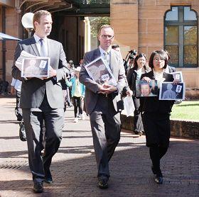 '纽省绿党议员舒布瑞杰和帕克先生和法轮功学员递送七万多份请愿信'