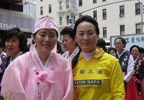来自韩国的母女俩李仟秀和朴右暎