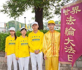'里港国小校长杨秋男全家修炼,感受到大法美好。'