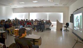 '图6:私立大学里的师生们认真观看纪录片《自由中国》'