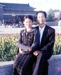 '图3:刘海波与妻子侯艳杰'
