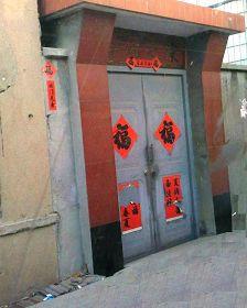 杨乃健家大门口,警察很久以前就在这儿安装了监视探头。
