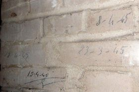 柏林逊纳外德纳粹强制劳动集中营纪念馆十三号营房里留下强制劳动者的笔迹