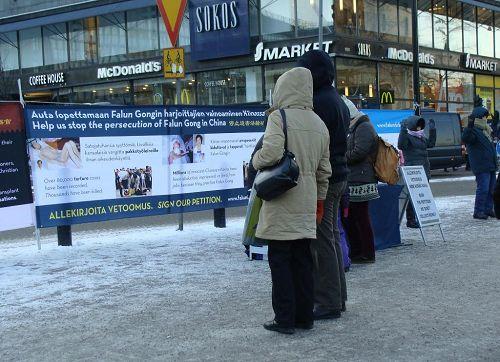 '赫尔辛基火车站上的征签活动'