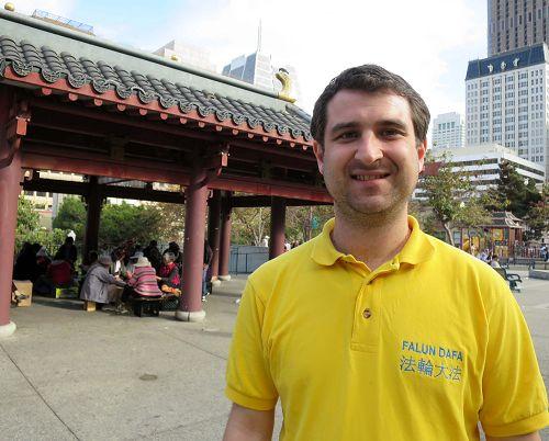 严斯•蒙丁在旧金山花园角公园