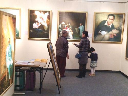 2014-11-19-minghui-japan-art-exhibit-02--ss.jpg