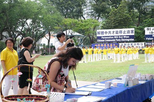 图1-7:民众纷纷签名谴责中共活摘法轮功学员器官