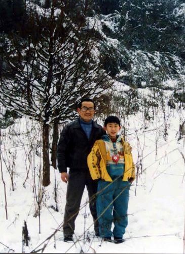李喆小时和父亲李晓波合影