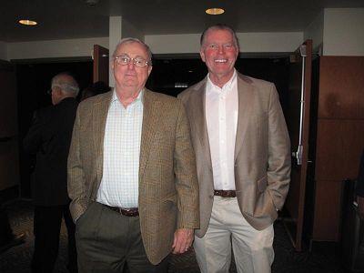 图8:美国宇航局顾问、西部信托投资常务董事罗伯特•哈尼斯(左)和朋友