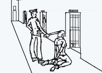 """中共酷刑示意图:""""穿后刑""""——将人双手背铐、双膝下跪、双脚戴脚镣,同时将手铐、脚镣用铁丝最短距离串起来"""