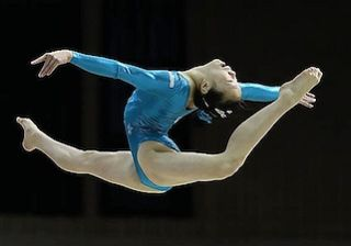 图5:Aleeza在体操比赛中