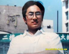 王海金被绑架前在自家蛋糕店的照片