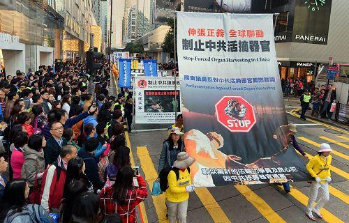 香港学员举办游行活动,和平理性反迫害,触动华人心。