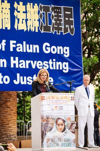 著名民权律师,布鲁姆公司创办人,NBC新闻网和Avvo.com法律分析家丽莎•布鲁姆(Lisa Bloom)