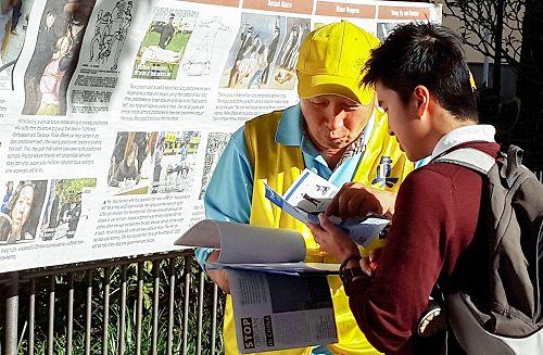 图3:廖李国先生(右)表示:我要做一些事来帮助制止这样残暴的罪行!