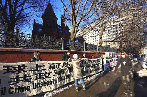 圖1-3:多倫多市中心真相長城 聲援中國民眾三退