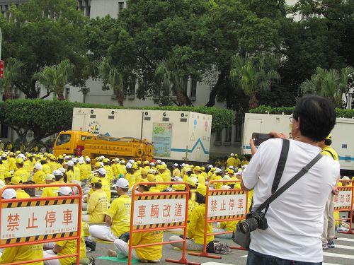 """台北集会纪念法轮功学员""""4·25""""和平上访16周年暨声援2亿中国人三退"""
