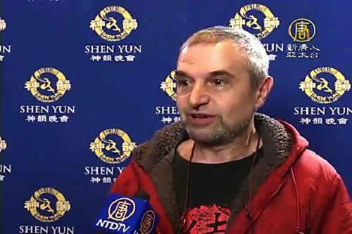 """来自保加利亚的指挥家慕景湖,4 月 21 日带着三个孩子前来欣赏神韵在东京的演出:""""神韵是顶级的、超越世界水平的演出。"""""""