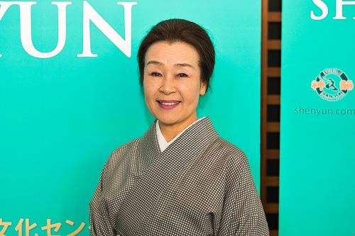 """日本古典舞的著名流派立花流的立花志乃(TachibanaShino)女士慕名前来观赏神韵演出后赞叹道:""""让人回想起古风悠悠,典雅大度的中国,不免心中升起敬仰之意。"""""""