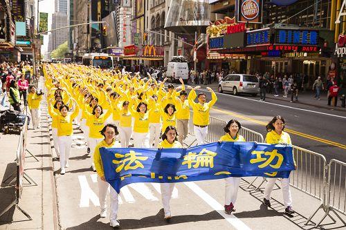 八千人大游行 法轮功震撼曼哈顿(图)