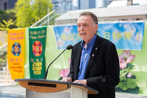 """加拿大国会议员、国会法轮功之友主席肯特(Peter Kent)在发言中说:""""法轮大法给世界上无数的人带来了健康的身体及精神的升华。"""""""